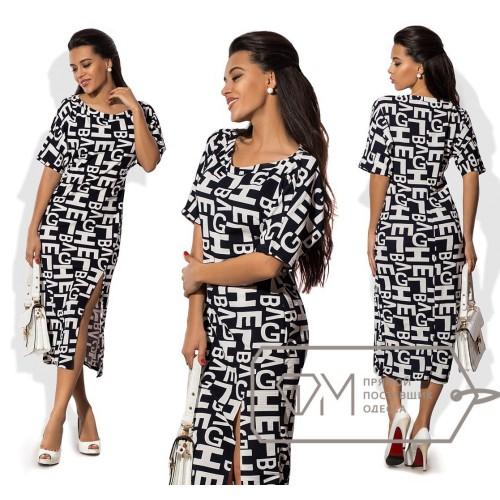 Платье миди прямое из структурного трикотажа с коротким рукавом, вырезом-лодочкой и боковым разрезом 8583