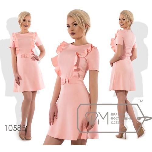 Платье беби-долл мини из костюмки с короткими рукавами, вертикальными оборками на приталенном лифе, бантиком на поясе и юбкой-солнце 10585