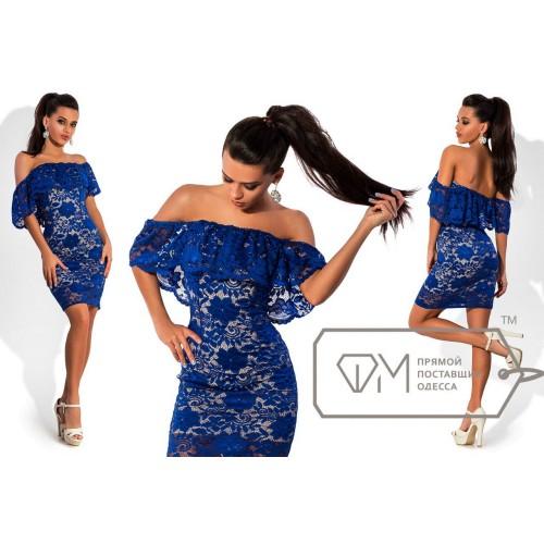 Платье мини облегающее из гипюра на стрейч подкладе с широкой оборкой мягкого декольте 6804