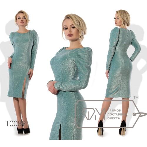 Платье-футляр миди приталенное из люрекса на трикотаже с длинными зауженными рукавами-буф и высоким боковым разрезом 10089